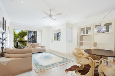 BROADBEACH  EXECUTIVE APARTMENT