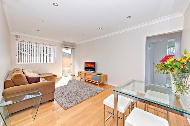 Spacious & Immaculate two bedroom top floor apartment