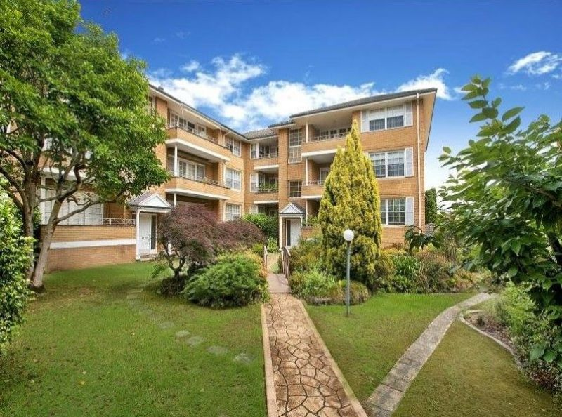 DESIRABLE, EASYCARE LIVING CLOSE TO EPPING