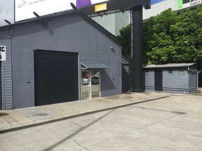 Amazing Signage and Exposure Opportunity. Commercial Building with Huge Exposure to Bowen Bridge Road.