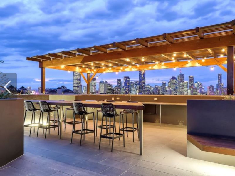 Immaculate Unit with City Views!>