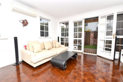 Furnished Three Bedroom House in Kew Perfect for Family!
