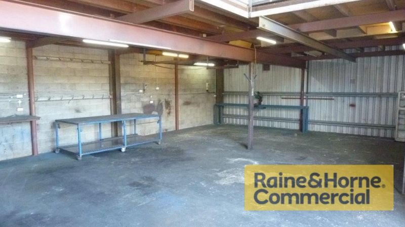 168sqm Affordable Warehouse with Easy Access