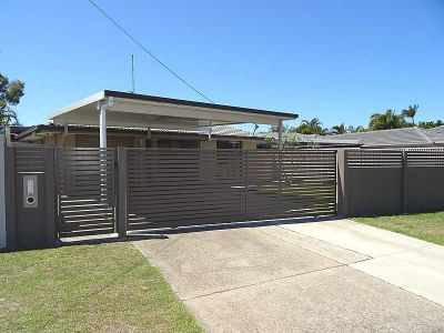 THREE BEDROOM FAMILY HOME WITH POOL
