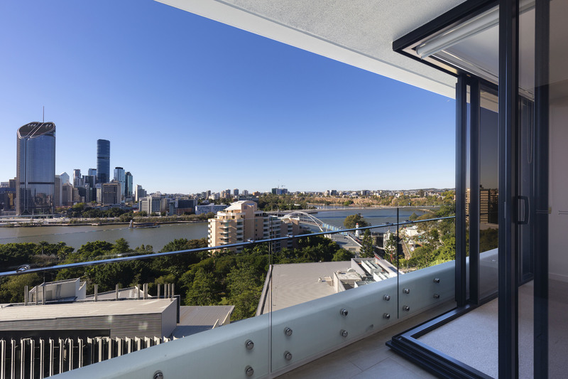 Stunning Views in Prestigious Southpoint