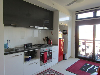 Sunny studio apartment - modern, furnished and central.