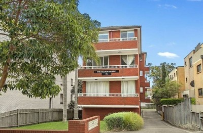 Bright Two Bedroom Unit with Parking