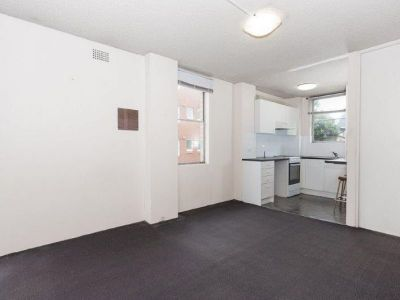 Spacious Paddington Studio with Balcony