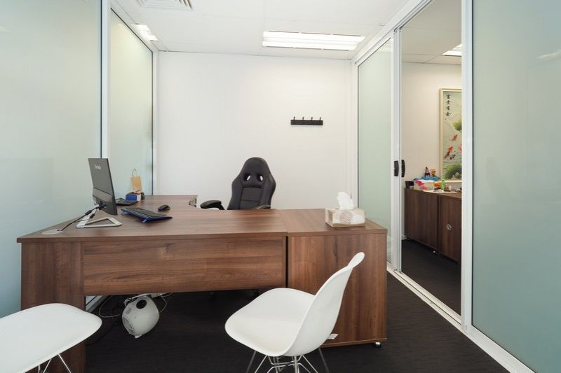 AFFORDABLE GROUND FLOOR OFFICE OR SHOP!
