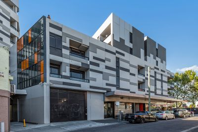 Contemporary Top Floor Apartment in the Culture Hub of Footscray