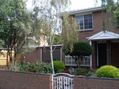 SPACIOUS TWO BEDROOM TOWNHOUSE IN CENTRAL LOCATION