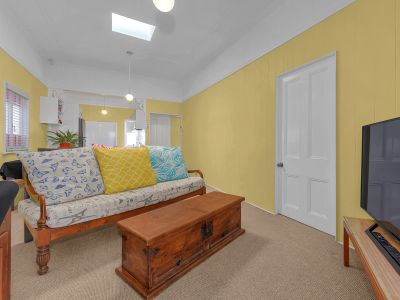 Renovated inner city cottage with 2 Car Spaces
