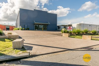 Street front Exposure  360m2 or 724m2 available
