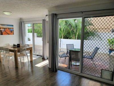 Broadbeach Beachside - Villa Style Courtyard Apartment  Furnished