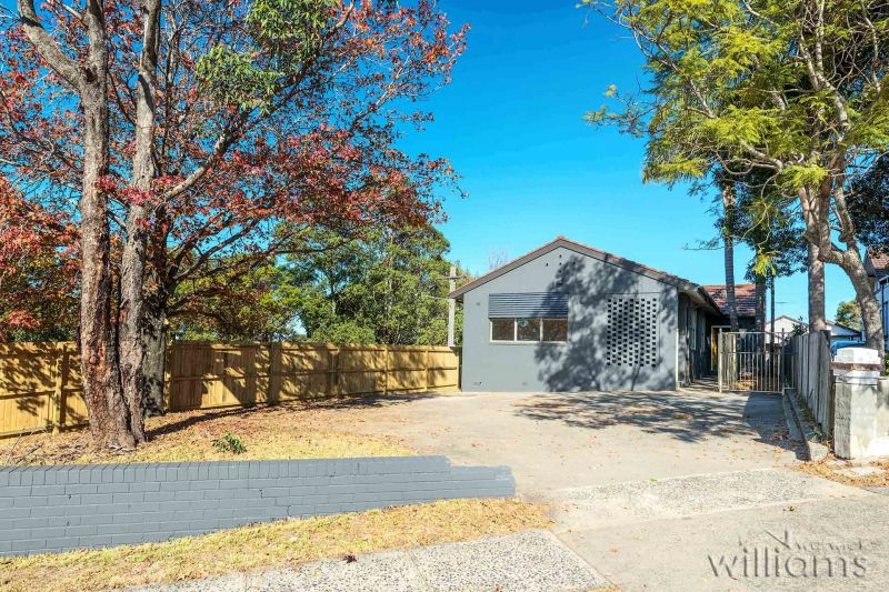 Convenient location with an easy walk to Ryde Shopping Centre & City buses.