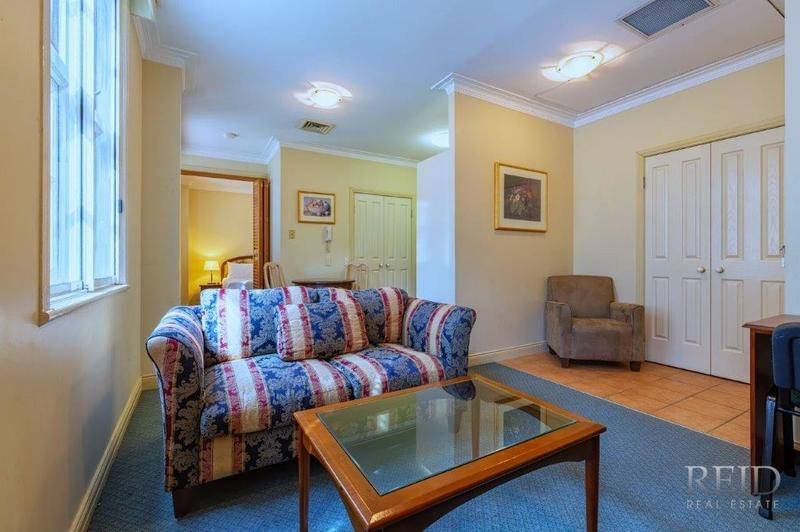 CHEAP RENT - Fantastic Fully Furnished 1 bedroom Apartment !!!