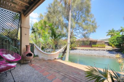 BEAUTIFUL TOWNHOME CURRUMBIN WATERS