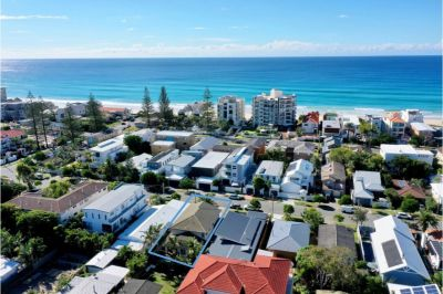 BEAUTIFUL BEACHSIDE FAMILY HOME IN MERMAID BEACH