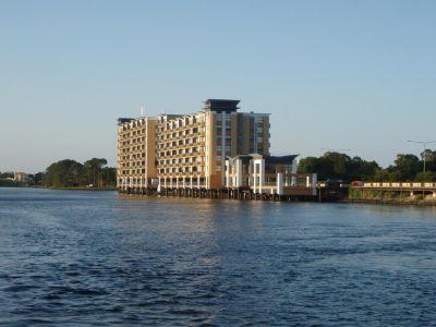 Lakefront Spacious Apartment!