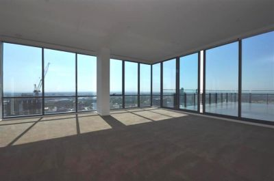 Mainpoint: 42nd Floor - Stunning Penthouse!
