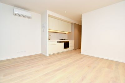Brand New One Bedroom Apartment in Opera Melbourne!
