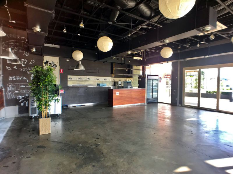Café Or Restaurant Opportunity With Kitchen And Large Outdoor Area