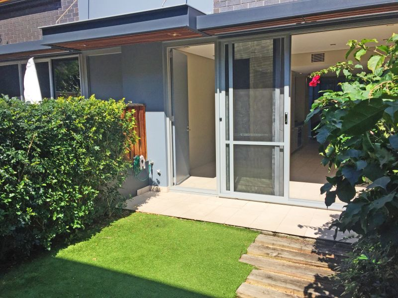 3 bedroom townhouse with parking, close to transport, UNSW and POW!
