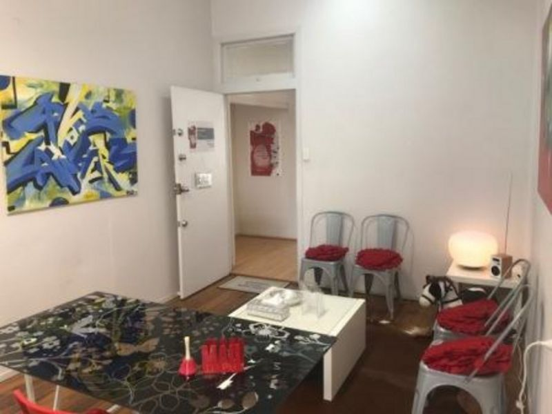 AFFORDABLE OFFICE IN CONVENIENT WOOLLOONGABBA LOCATION