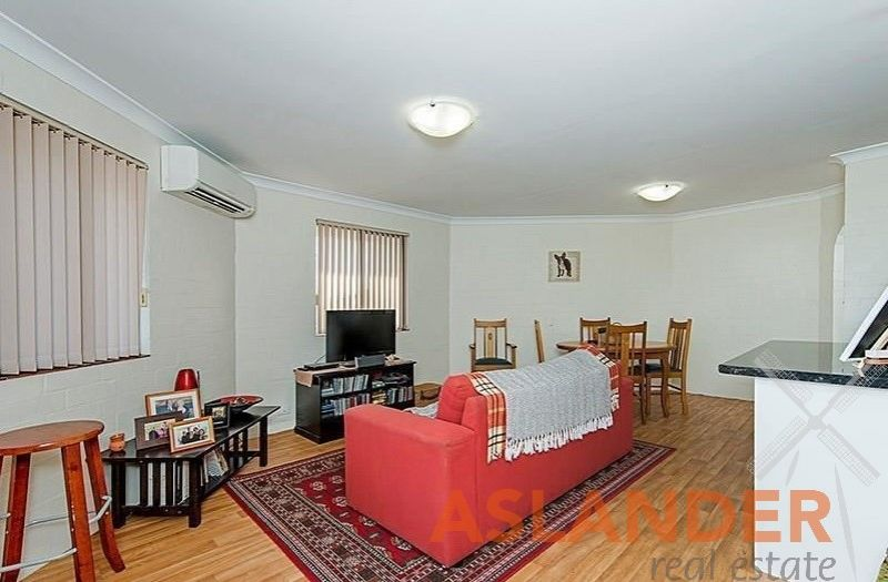 TOP FLOOR TWO BEDROOM APARTMENT WITH CITY VIEWS