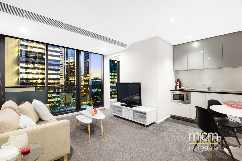 2 bed + study (85sqm approx.) Exceptional City Views from the 18th floor