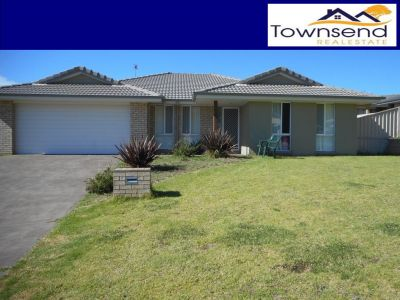6 Lovejoy Ave, Blayney