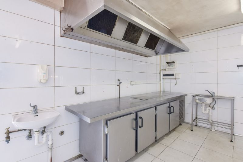 HIGH EXPOSURE RESTAURANT WITH 3 BED APARTMENT