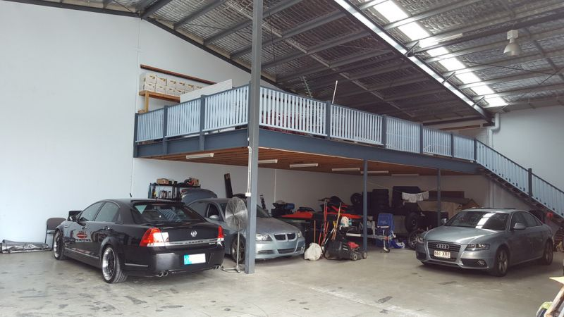 FREESTANDING SHOWROOM/WAREHOUSE FACILITY