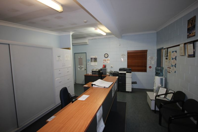 Aircraft Hangar & Offices with Direct Airstrip Access to Townsville Airport - For Lease