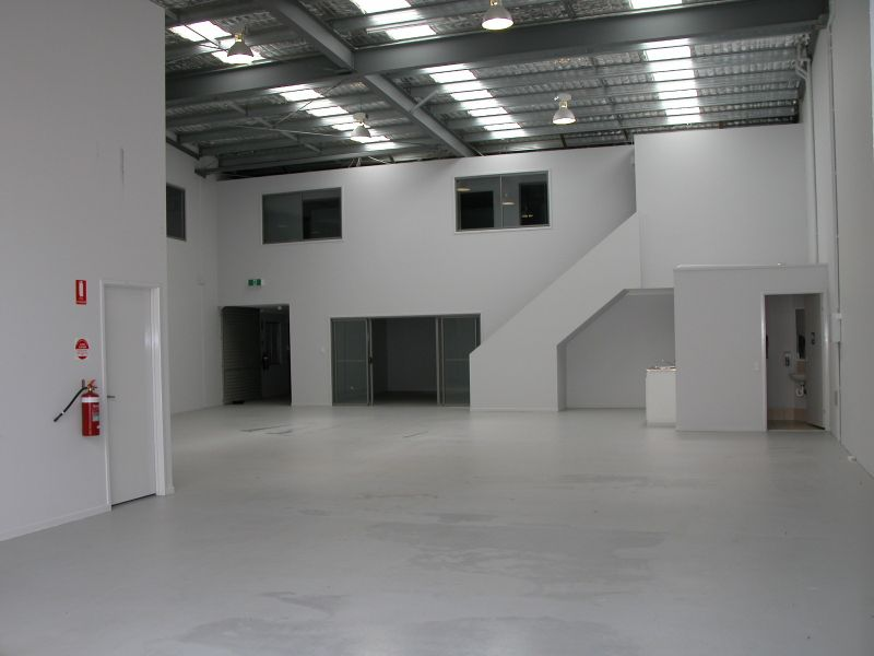 Large Warehouse & Office Close to Ashmore City Shopping Centre