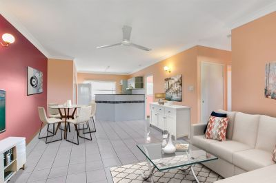 BRIGHT & AIRY 2 BEDROOM TOWNHOUSE IN CENTRAL LOCATION