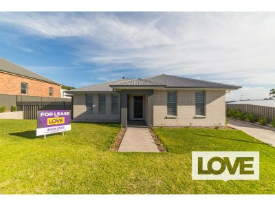 Executive Three Bedroom Home in Lakeside Suburb