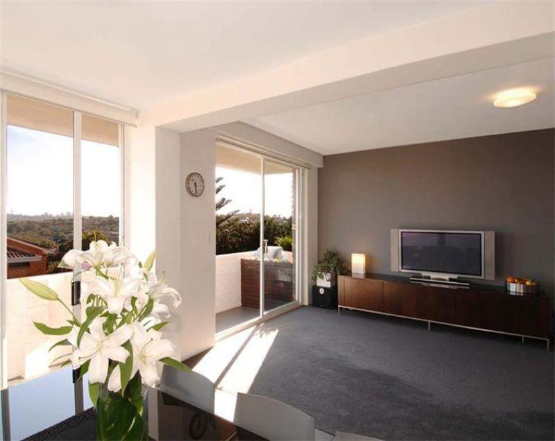 Beautiful & Bright Open-plan Coastal Apartment