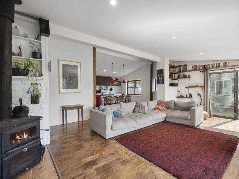 Perfect Lifestyle - 5 Acres, Home, Studio