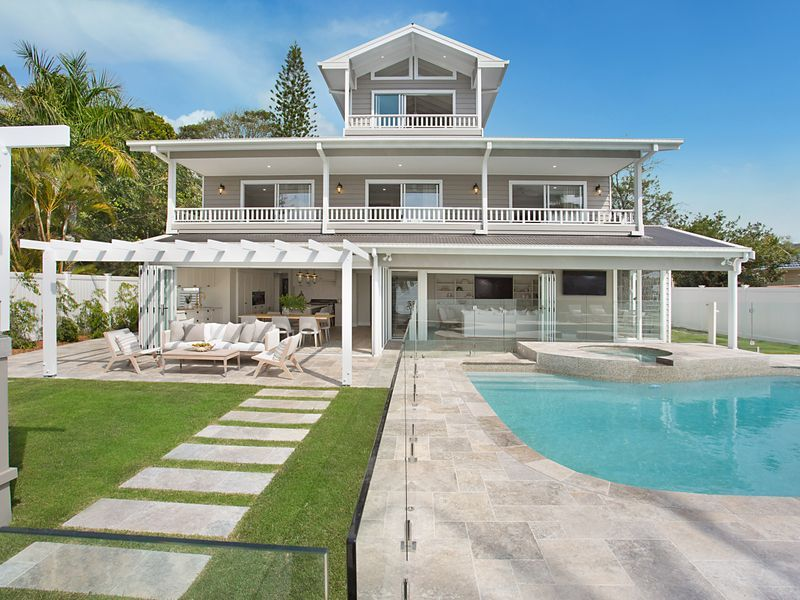 Flawless, Fully Automated, Luxury Hamptons Home Youve Longed For