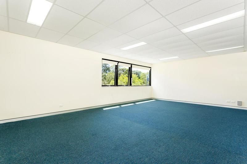 Hi-Bay Industrial Unit – Immaculate Condition