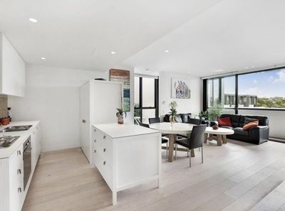 Light Filled Modern 3 Bedroom Apartment in the Heart of Erskineville