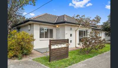 Single Story Unit Ideally located in Plympton