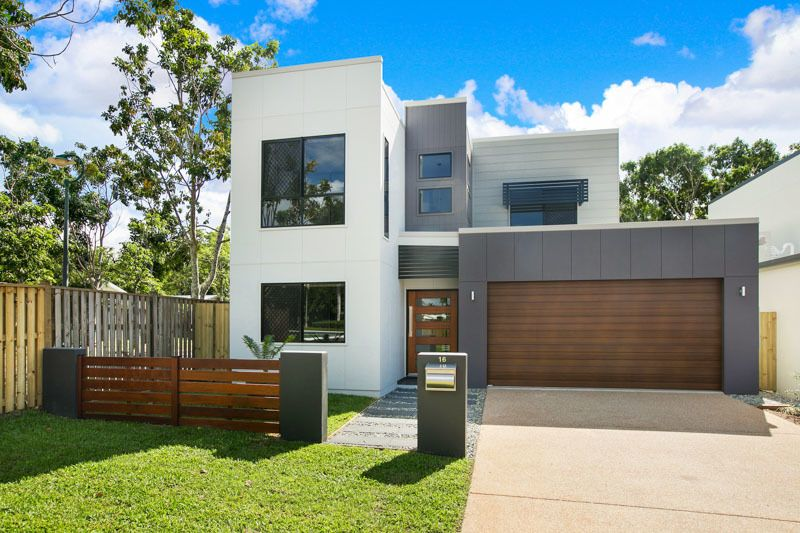 Executive Home in The Dress Circle of Forest Gardens