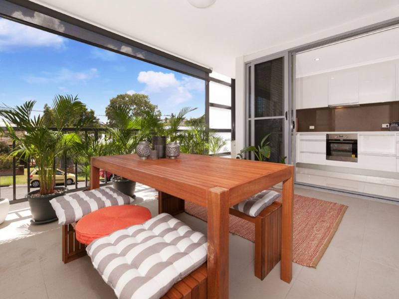 CLOSE TO GREENSLOPES HOSPITAL QUIET COMPLEX OF 8