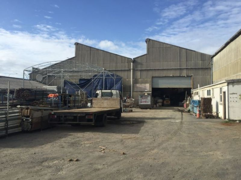 Warehouse with Showroom and yard for Lease