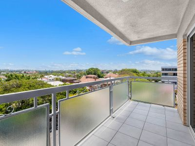 Large Three Bedroom Unit in New Farm with Spectacular Views - Water Included