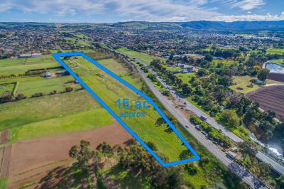 Acreage Approx. 1 klm to town