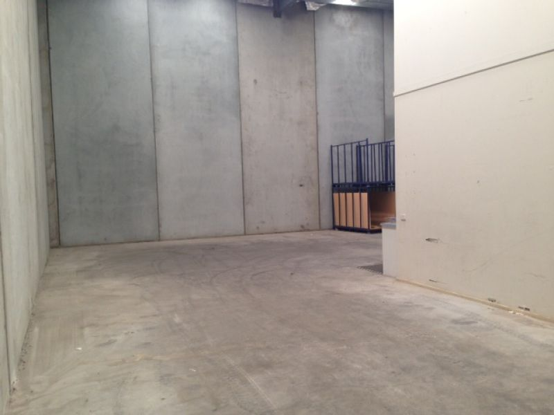 MODERN OFFICE/WAREHOUSE IN GREAT LOCATION -