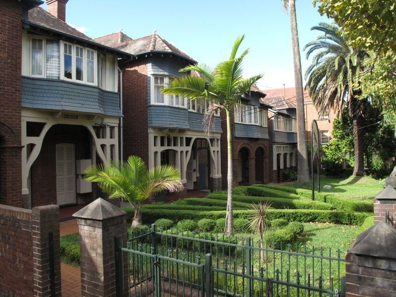 Freehold Guest House - Falcon Lodge